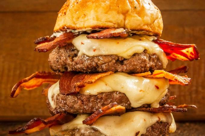 bacon-tower-baconday16-big-kahuna-burger.jpeg