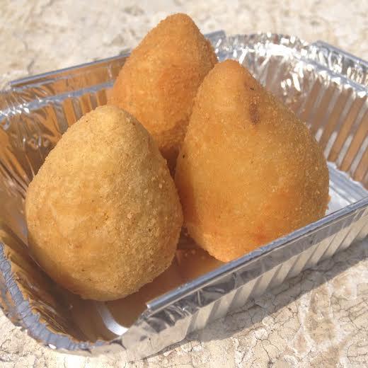 Trio de coxinhas do chef Carlos Bertolazzi: recheadas de costela e pato, saem a R$ 12,00