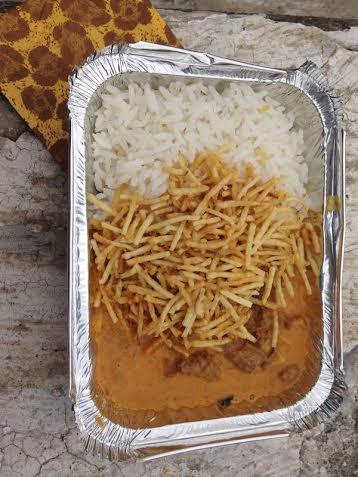 Comida de verdade: barraca do Bar da Dona Onça tem estrogonofe quentinho com arroz branco e batata-palha por R$ 15,00