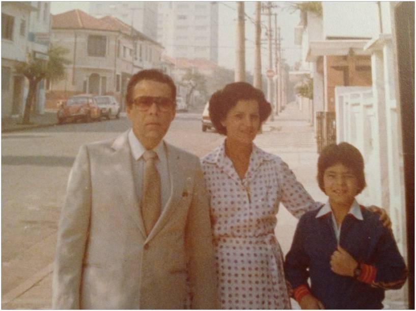 Endereço no Belenzinho: Eduardo e os pais, Durval e Clarice, em 1979