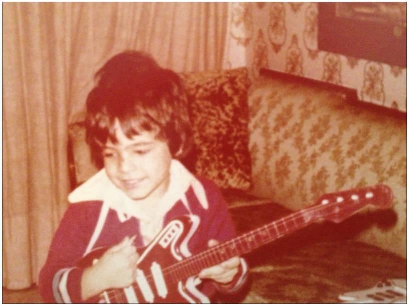 Na infância, a brincadeira predileta de Eduardo era tocar instrumentos musicais
