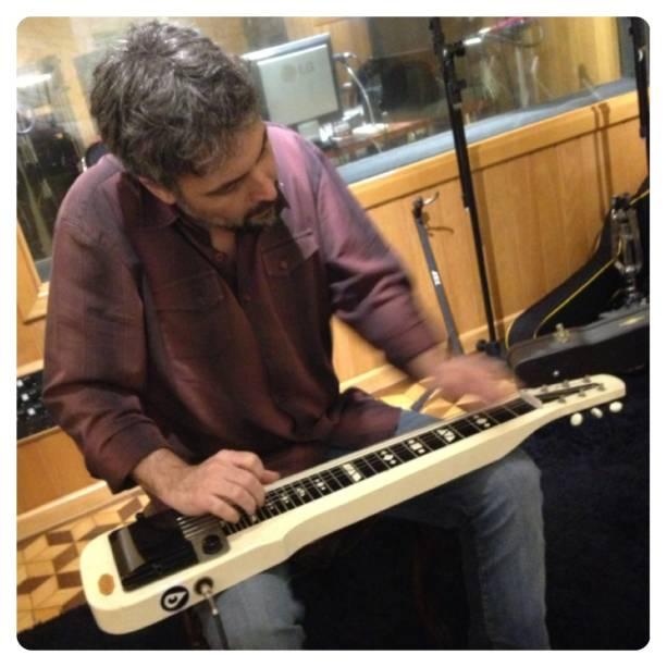 Eduardo: ensaio e diversão no estúdio
