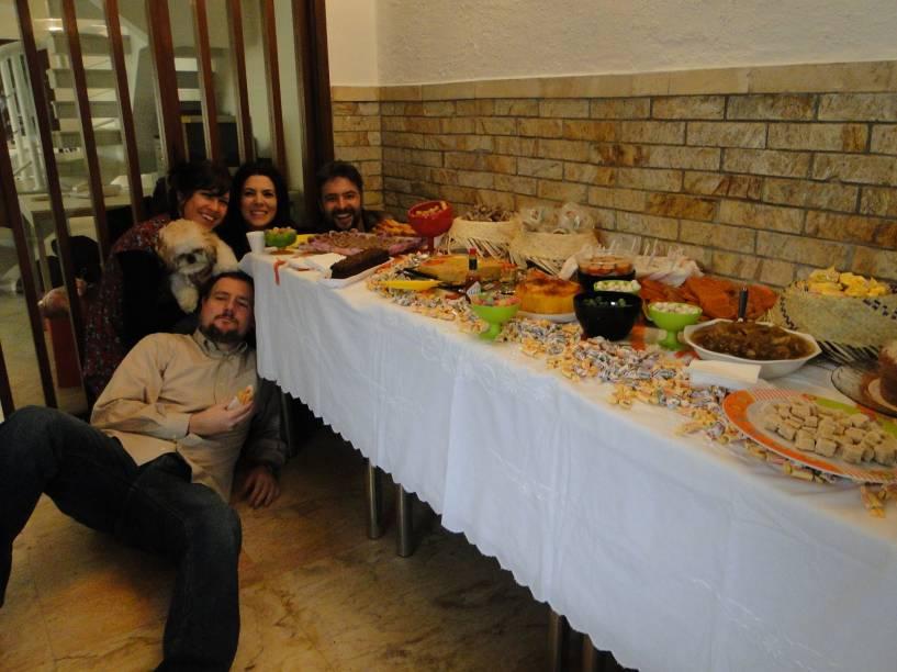 Nunca falta comida e bebida nas comemorações
