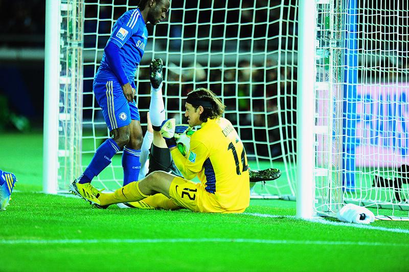 Uma das maiores chances de gol do Chelsea parou nas mãos de Cássio