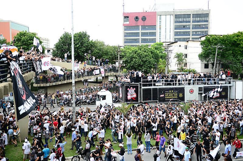 O time desembarcou na última terça (18) em São Paulo e foi recepcionado por uma multidão de torcedores