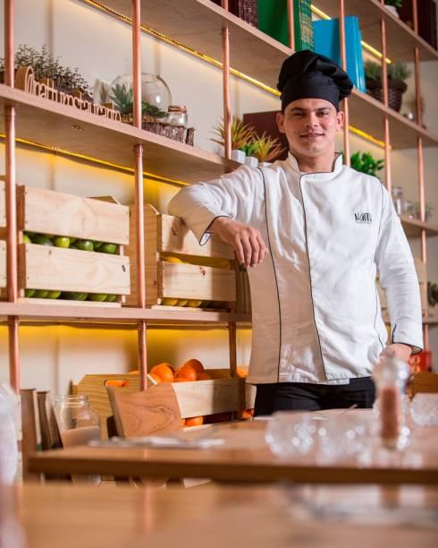 A cozinha é conduzida pelo chef de cozinha Luis Martins