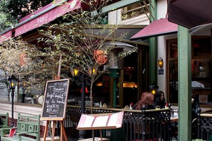 Bistrô Paris 6: restaurante fica aberto 24h
