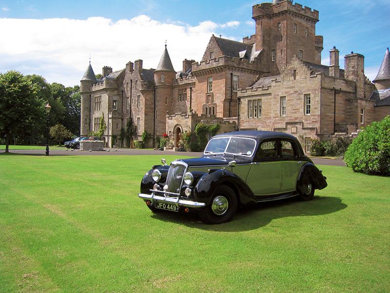 Castelo que pertenceu ao conde de Inchcape: modo de vida aristocrático do século XIX