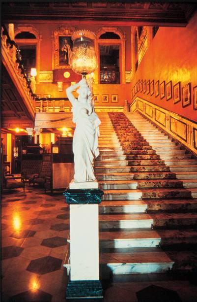 Escadaria de mármore italiano