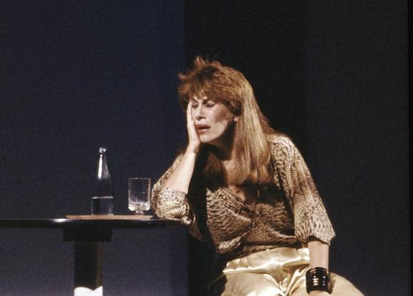 """A atriz em """"Grande e Pequeno"""" (1984): sob direção de Celso Nunes, a atriz levou o troféu Mambembe"""