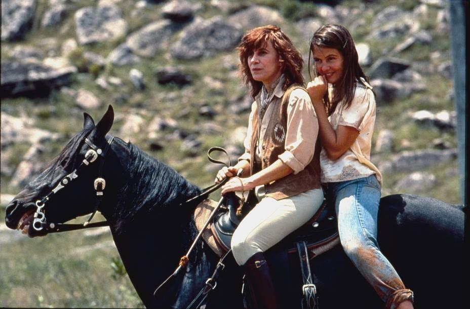 """A atriz com Adriana Esteves em """"Pedra Sobre Pedra""""(1992): a atriz se destaca na televisão"""
