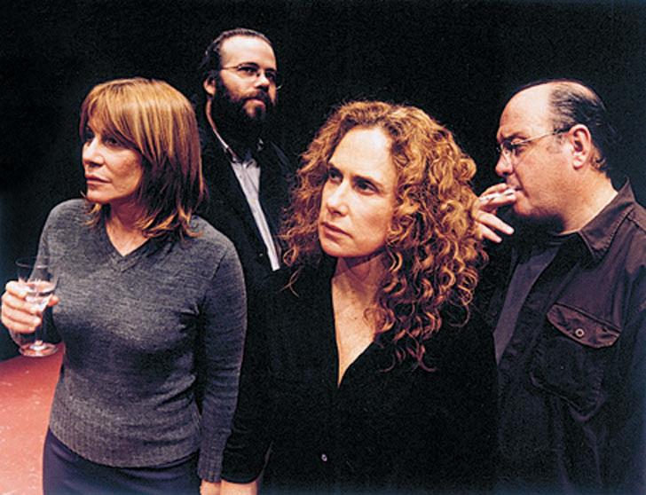 """No elenco da peça """"Jantar Entre Amigos"""" (2001), sob direção de Felipe Hirsch: com Xuxa Lopes, Otávio Müeller e Mário Schoemberger"""
