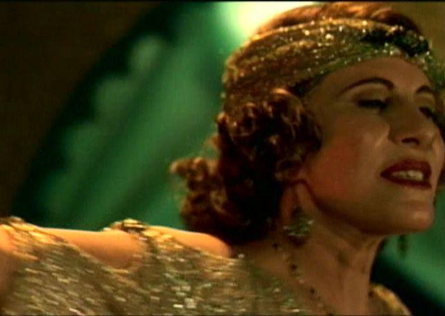 """Em cena de """"Madame Satã"""" (2002): elogiada atuação"""