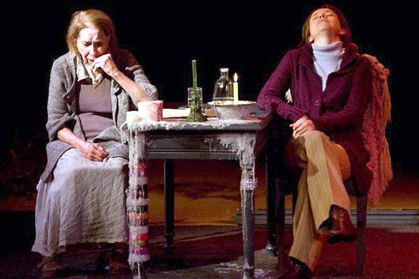 Cleyde Yaconis ao lado de Lúcia Romano, em cena da peça O Caminho para Meca