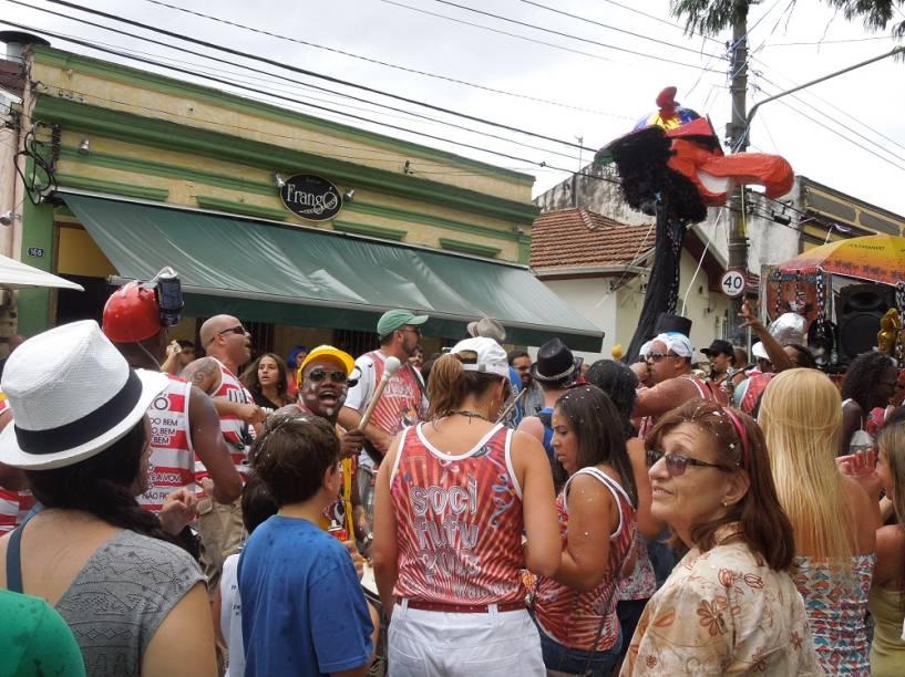 Frangó: cerveja e petisco ao som de samba
