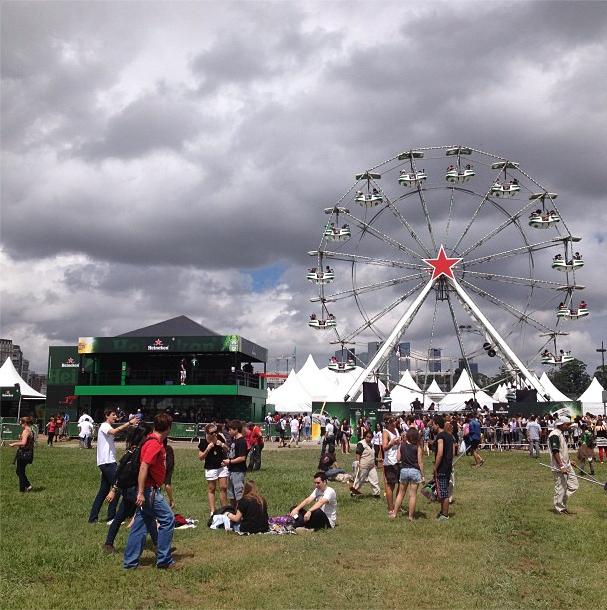 Lollapalooza: na tarde de sexta, a espera na fila da roda gigante ultrapassava 45 minutos