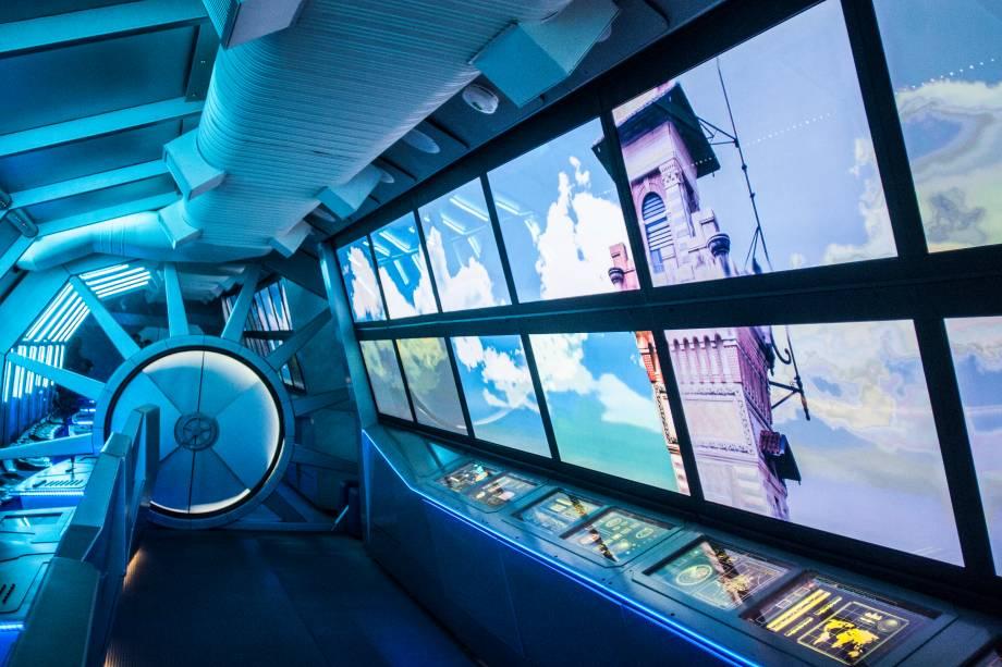 Também no subsolo, há outras atrações. As crianças são convidadas, por exemplo, a viajar pelo espaço, em uma nave espacial