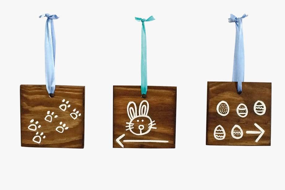 Seis placas de madeira, pintadas a mão, para organizar umacaça aos ovos: R$ 197,00