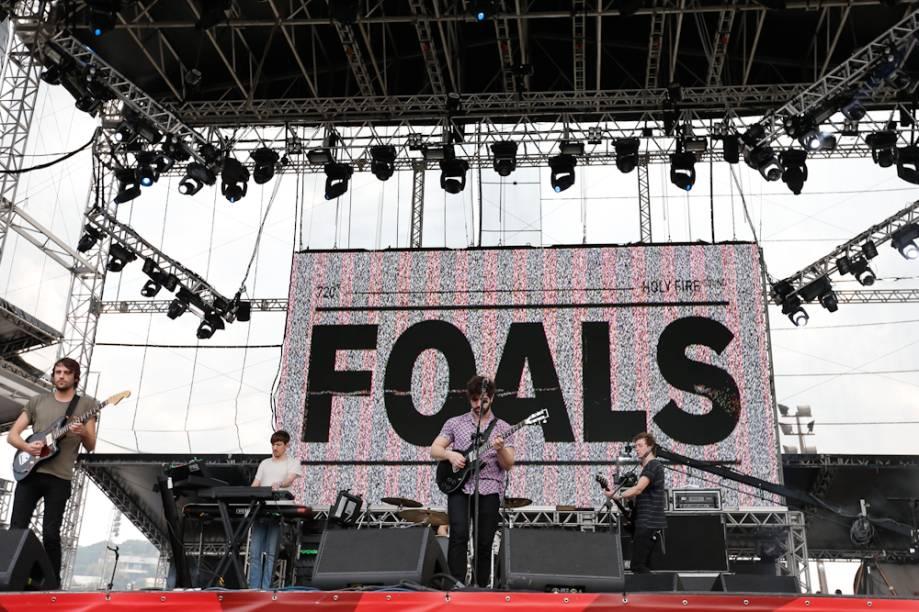 """Foals: Até as faixas do disco novo """"Holy Fire"""", como as ótimas Inhaler"""" e """"My Number"""", foram cantadas do início ao fim, aos gritos, por um fã-clube cada vez mais numeroso"""