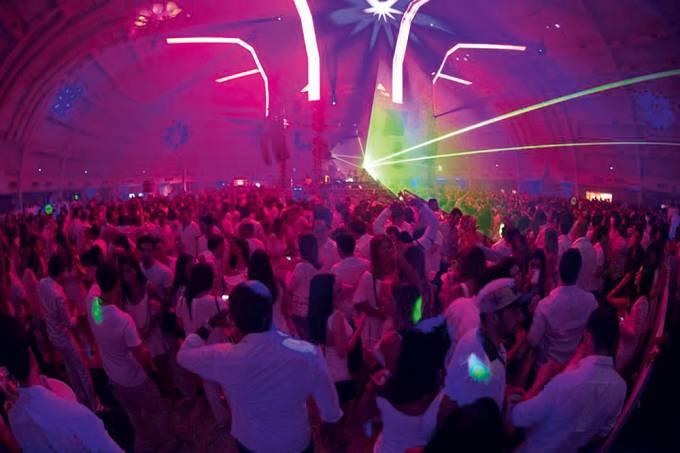 All White – festa