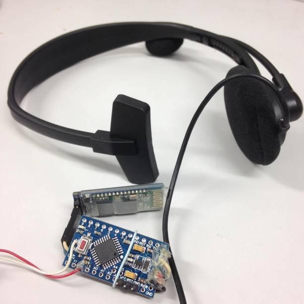 Fone de ouvido faz parte do projeto da bengala que detecta objetos