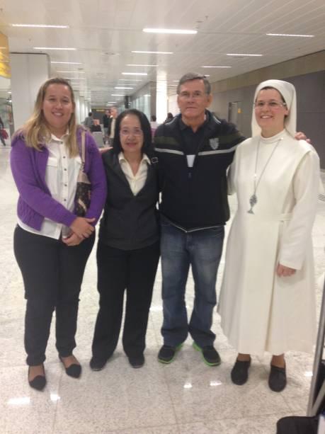 Eliana Tavares Pereira com os pais e a irmã: falta de sinalização atrapalhou na hora do desembarque