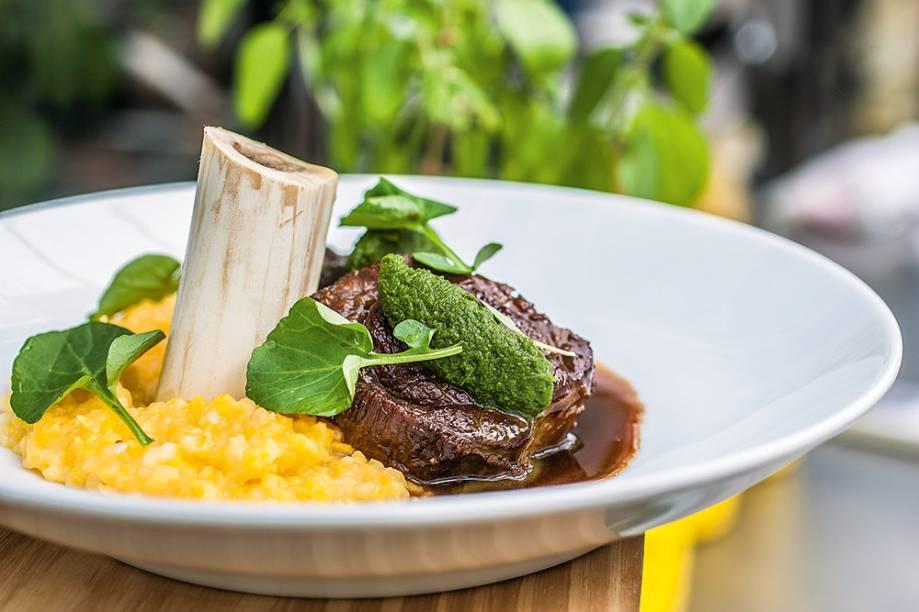 Um dos pratos do cardápio rotativo do Petí Gastronomia: músculo, tutano e quirela
