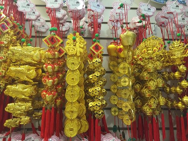 Penduricalhos dourados (29 reais)