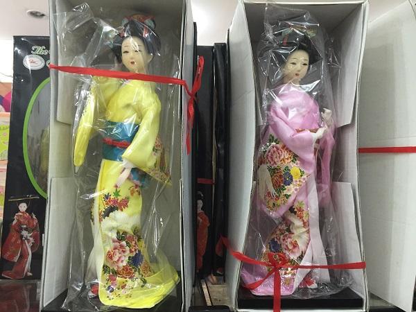 Bonecas japonesas (75 reais)