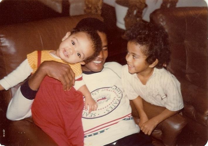 Jair Rodrigues brinca com os filhos nos anos 1980: cantor sempre foi reconhecido pelo bom humor e pela alegria de viver