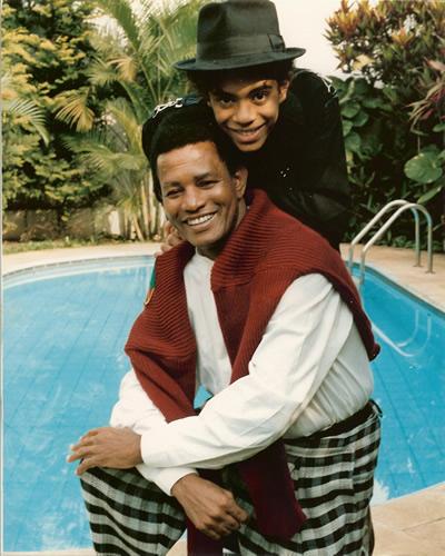 O filho Jair Oliveira, que quando criança ficou conhecido como Jairzinho, fez parte do elenco do progrma infantil Balão Mágico entre 1983 e 1986