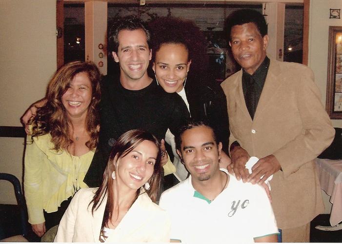 Jair Rodrigues celebra o Natal de 2005 ao lado da esposa, Clodine, os filhos Jair Oliveira e Luciana Mello, o genro Ike Levy e a nora Tania Khalill