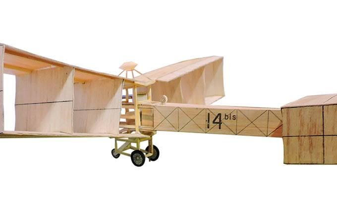 replica-de-madeira-do-14-bis-produzido-por-santos-dumont-em-1906.jpeg