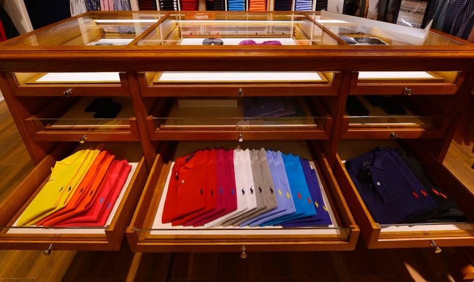 Camisetas clássicas da marca em todas as cores (98 dólares)