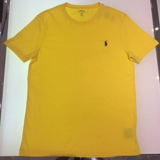 A camiseta básica sai por 50 dólares