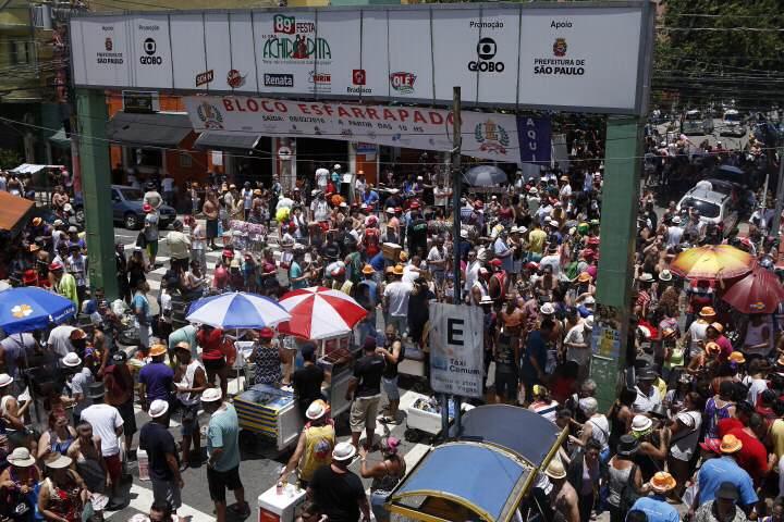 Organizadores anunciam que mais de 12 000 pessoas participaram do bloco Esfarapados, no Bixiga