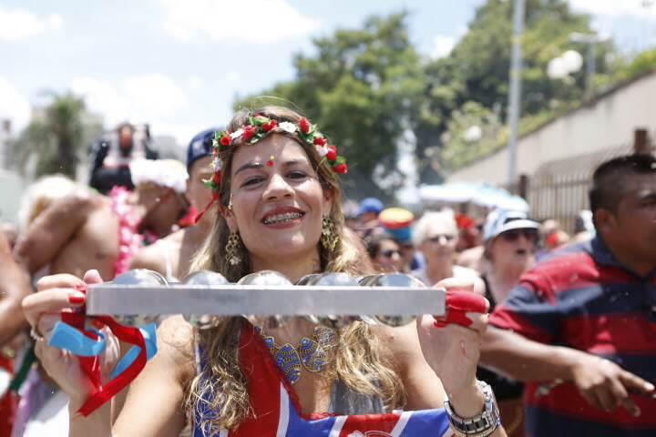 Foliões aproveitam o bloco Urubó, na Freguesia do Ó