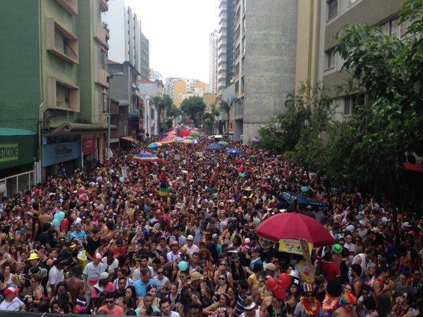Bloco do Desmanche atraiu multidão a Rua Augusta