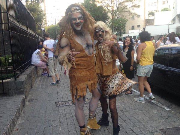 """O casal de """"felinos"""" do Agrada Gregos abusou da criatividade"""