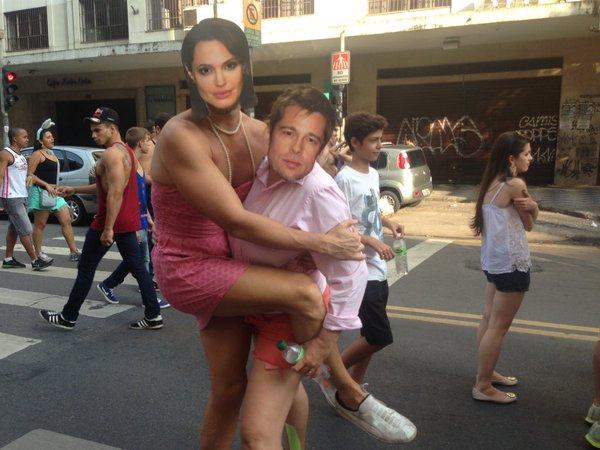 Angelina & Brad também curtem o Carnaval do bloco Desmanche, na Rua Augusta