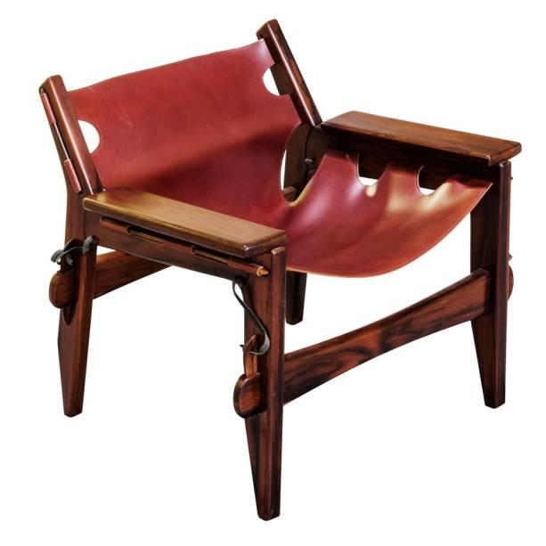 Poltrona Kirin (1973), de Sergio Rodrigues, feito em madeira jacarandá e couro: 19 800 reais
