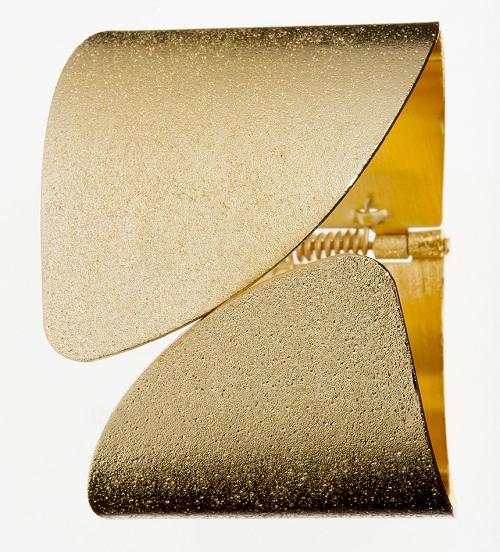 Bracelete de metal. R$ 35,90.