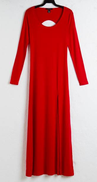 Vestido longo com recorte. R$ 50,90.
