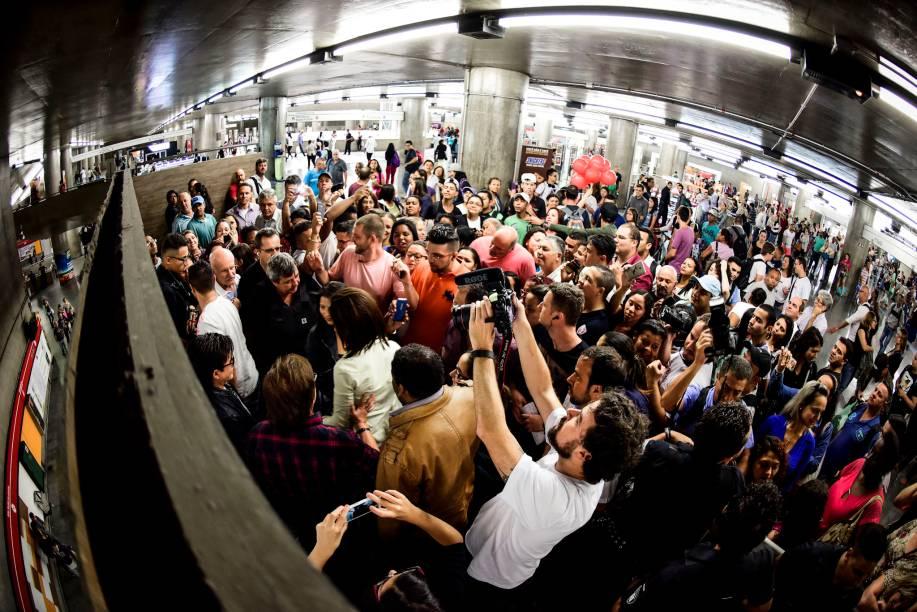 Os sertanejos arrastaram uma multidão no horário de pico do metrô