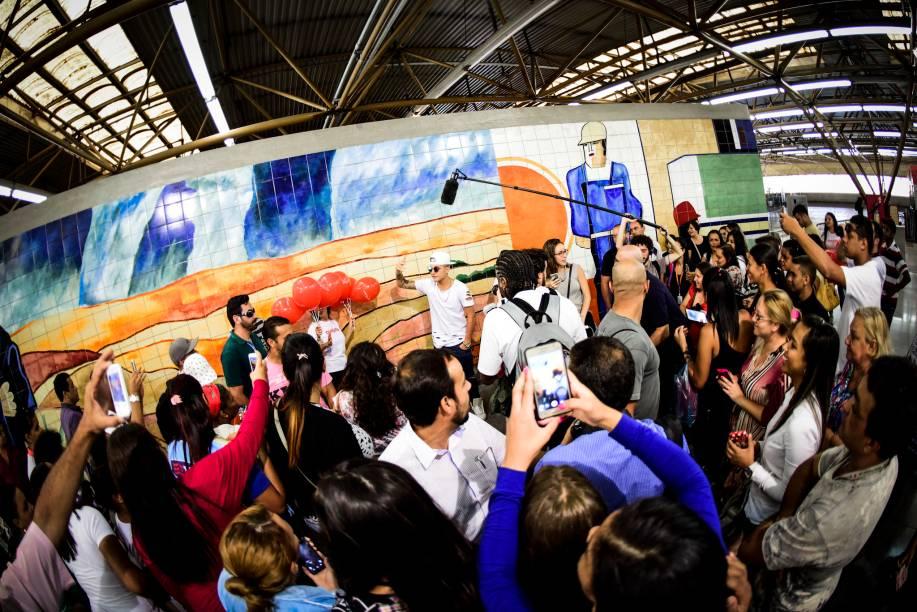 O funkeiro reuniu vários fãs no metrô