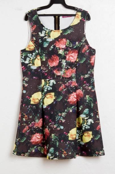 Vestido curtinho floral: R$ 99,90.