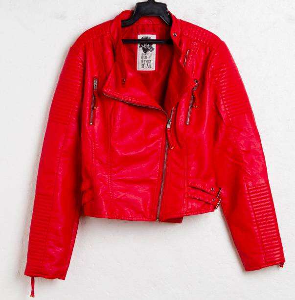 Jaqueta de couro sintético. R$ 199,90.