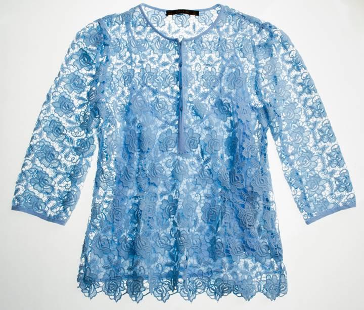 Blusa de renda com botões. R$ 199,00.
