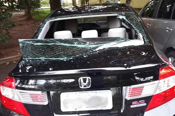 carro-do-uber-depredado.png
