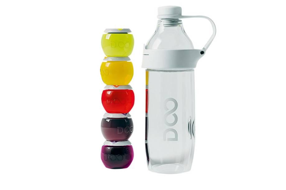 Garrafa e dez cápsulas para preparar bebidas com diferentes propósitos, como fornecer energia